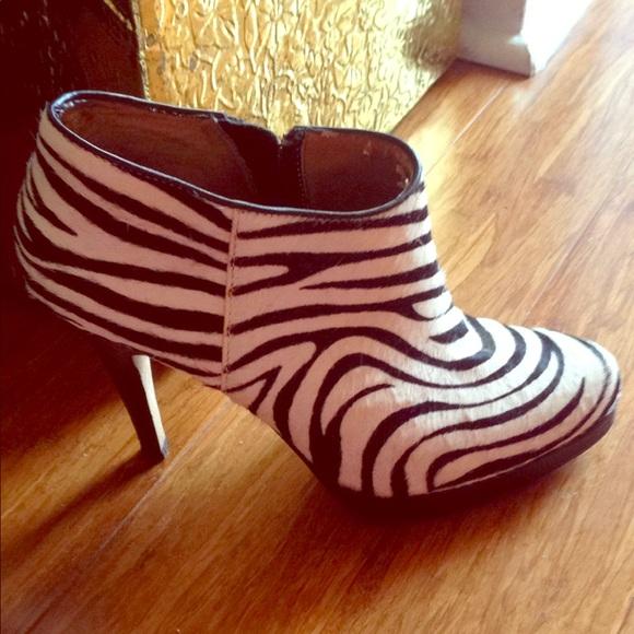 997d27c0b40 *Zebra* size 8.5 ankle boots- Steve Madden